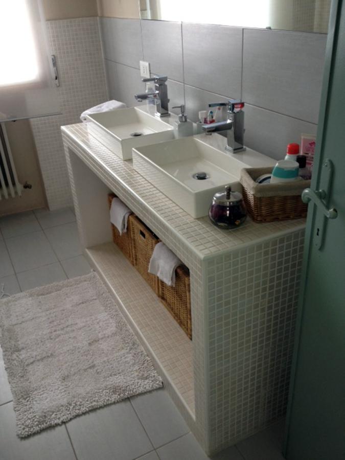 foto: mobile bagno in muratura di ferrulli costruzioni #153378 ... - Foto Bagni Moderni In Muratura