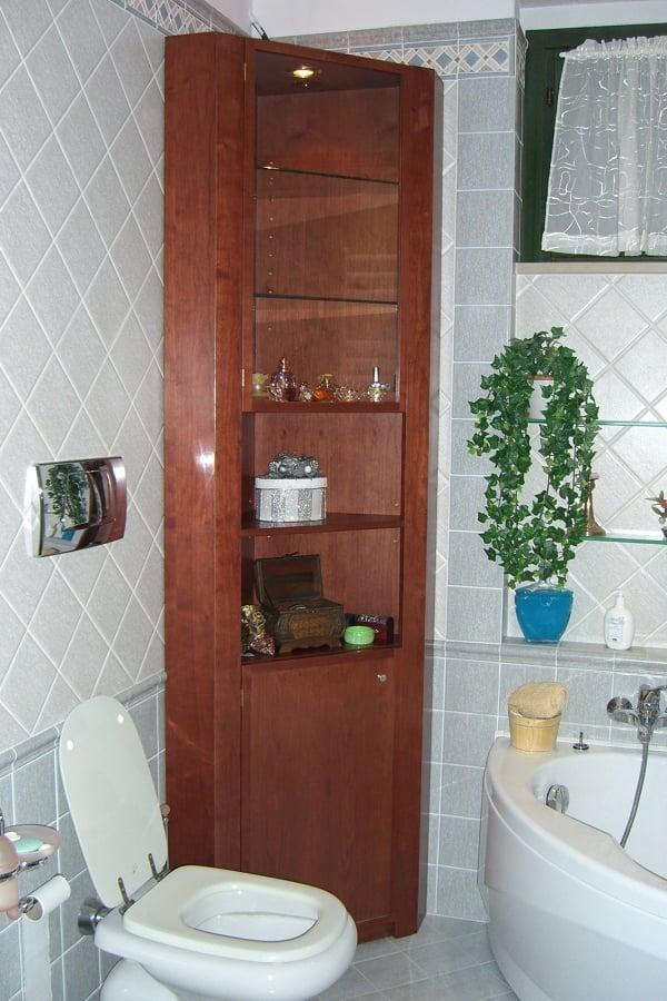 foto mobile vetrina per bagno in ciliegio di falegnameria