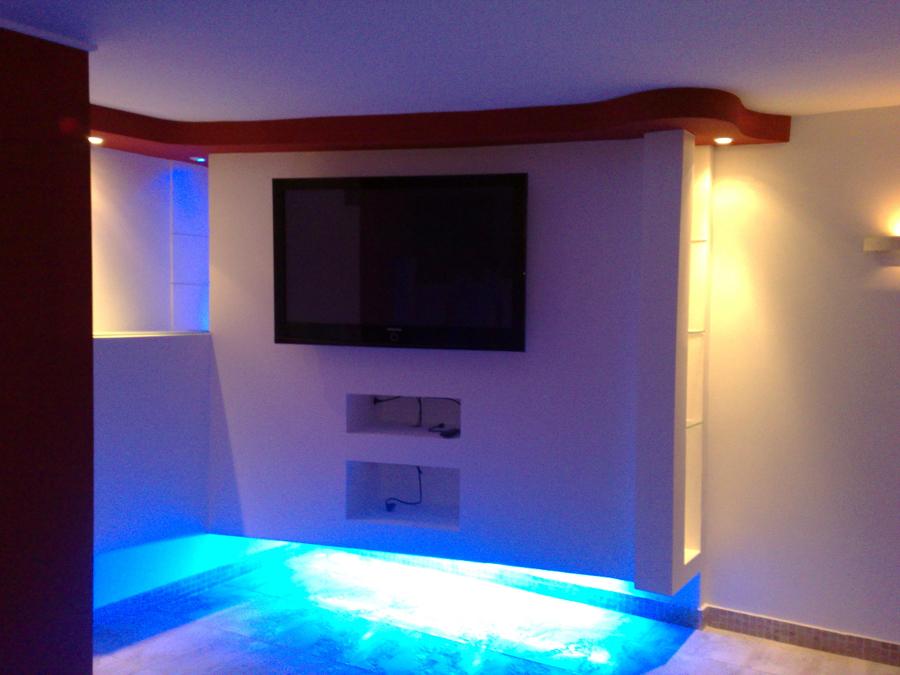 Casa moderna roma italy mobili per tv led - Porta televisore da parete ...