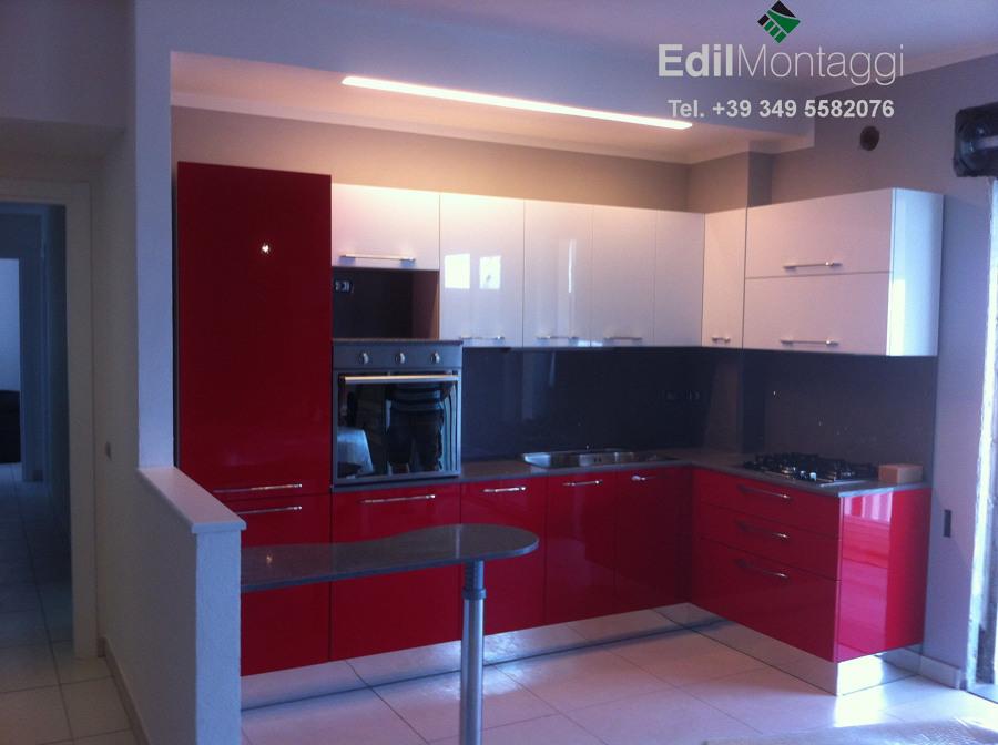 Foto montaggio cucina con velette in cartongesso di - Controsoffitti in cucina ...