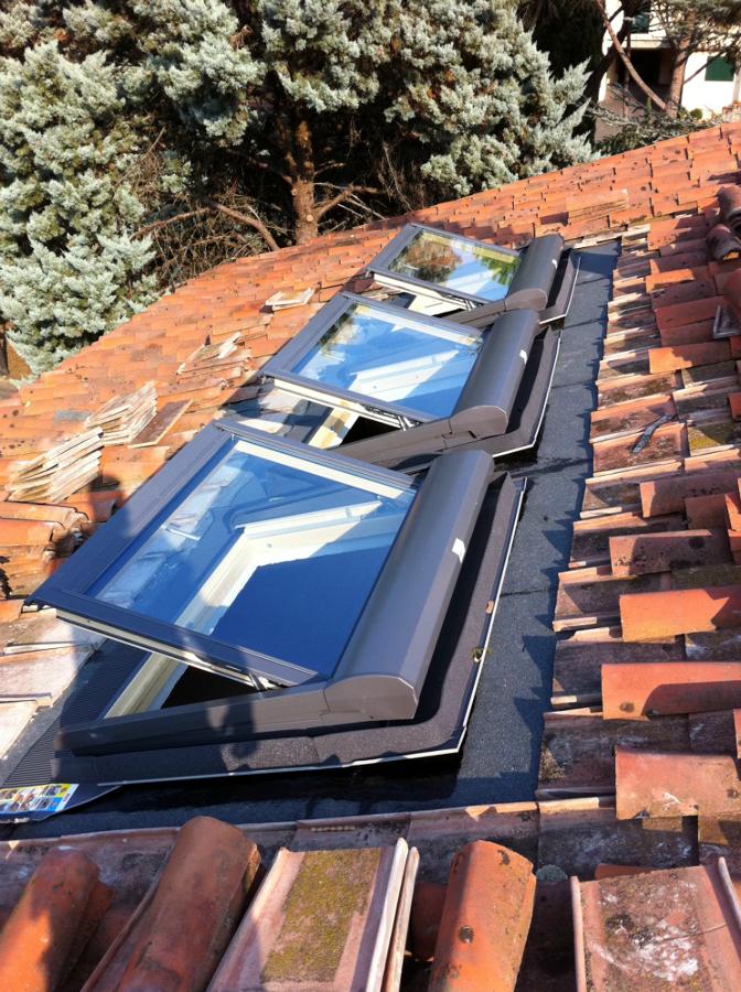 Foto montaggio di n 3 finestre velux ghl u04 sml di for Montaggio velux