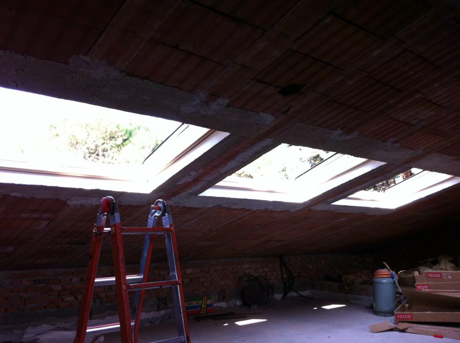 Foto montaggio di n 3 finestre velux ghl u04 sml de for Montaggio velux costo