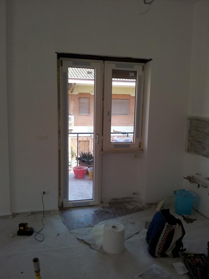Foto montaggio finestra a bandiera pvc bianco di h al installazioni 151453 habitissimo - Montaggio finestre pvc ...