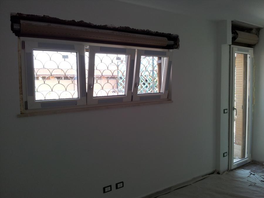 Foto montaggio finestra pvc bianca di h al installazioni 151452 habitissimo - Montaggio finestre pvc ...
