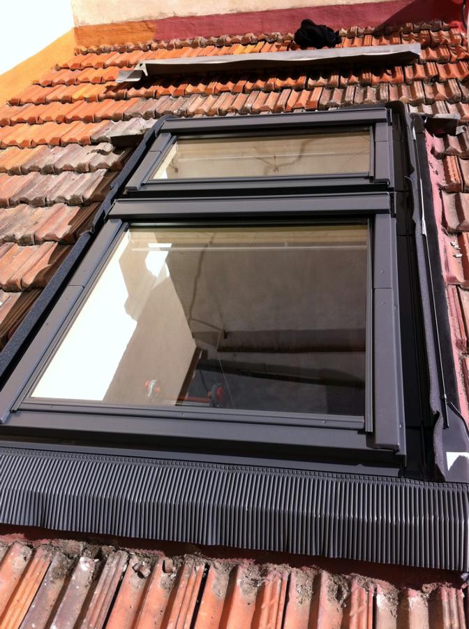 Foto montaggio finestre velux sovrapposte di ediltecno for Montaggio velux