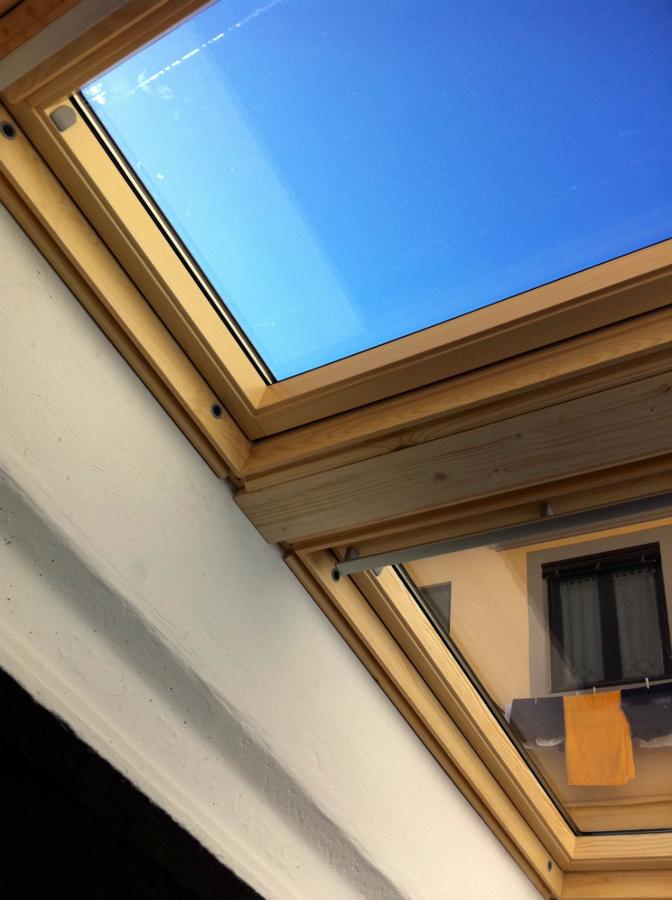 Foto montaggio finestre velux sovrapposte de ediltecno for Finestre velux elettriche prezzi