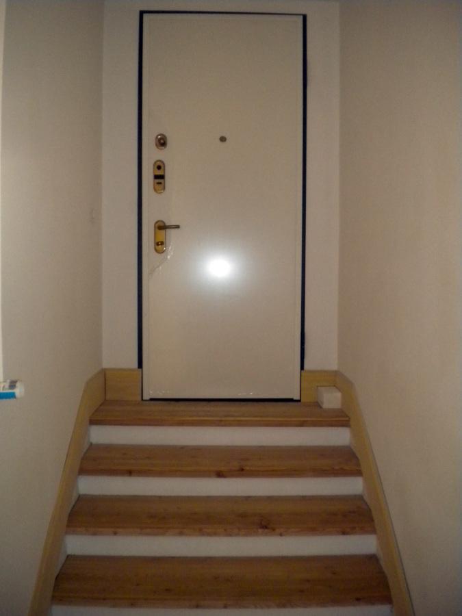 Foto montaggio porta blindata dr di ristrutturazioni - Montaggio paraspifferi porta blindata ...