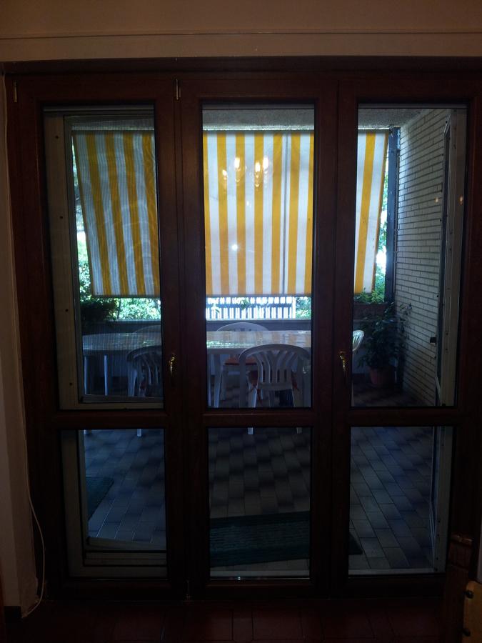 Foto montaggio porta finestra 3 ante di h al for Finestra scorrevole 3 ante