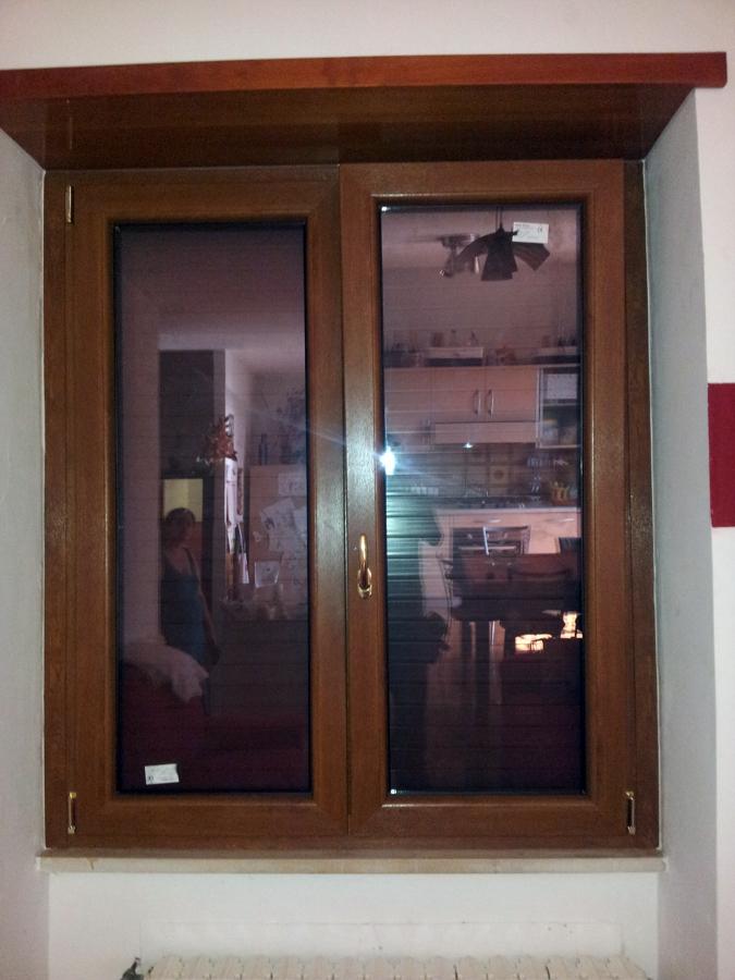 Foto montaggio porta finestra pvc ciliegio de h al for Porta finestra pvc