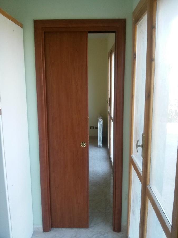 Foto montaggio porte scrigno di ditta individuale - Montaggio porta scorrevole scrigno ...