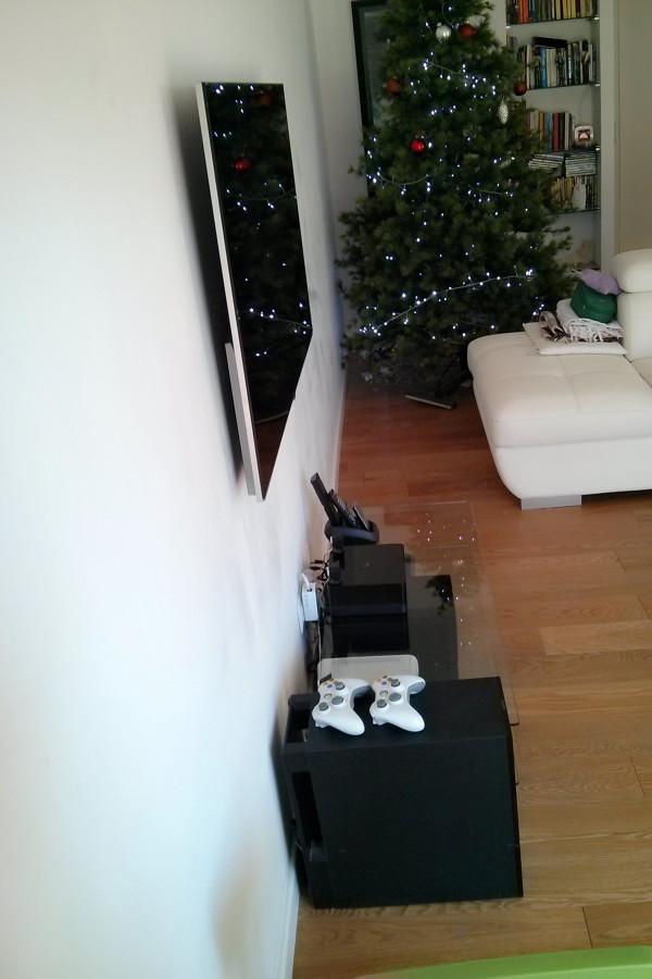 Montaggio TV a quadro con spostamento degli attacchi