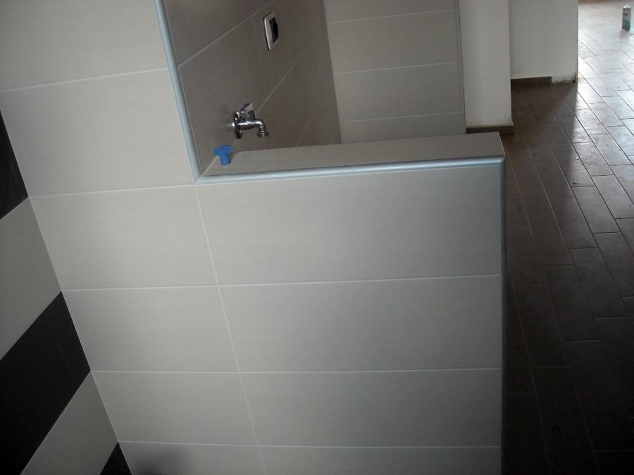 Foto muretto rivestimento bagno di edil kananaj di kananaj eulon 76528 habitissimo - Foto rivestimento bagno ...