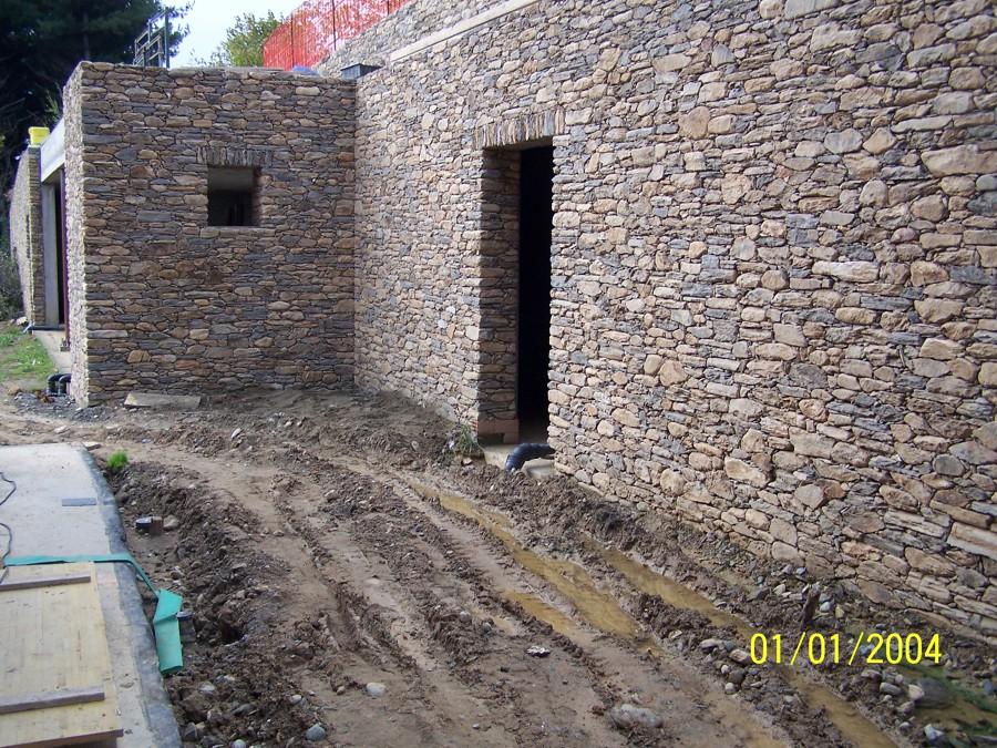 Foto muro di contenimento a secco in pietra di recupero - Costruire casa in pietra ...