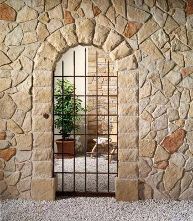 Foto muro volte e colonne in pietra cancello in ferro for Case con rivestimenti in pietra
