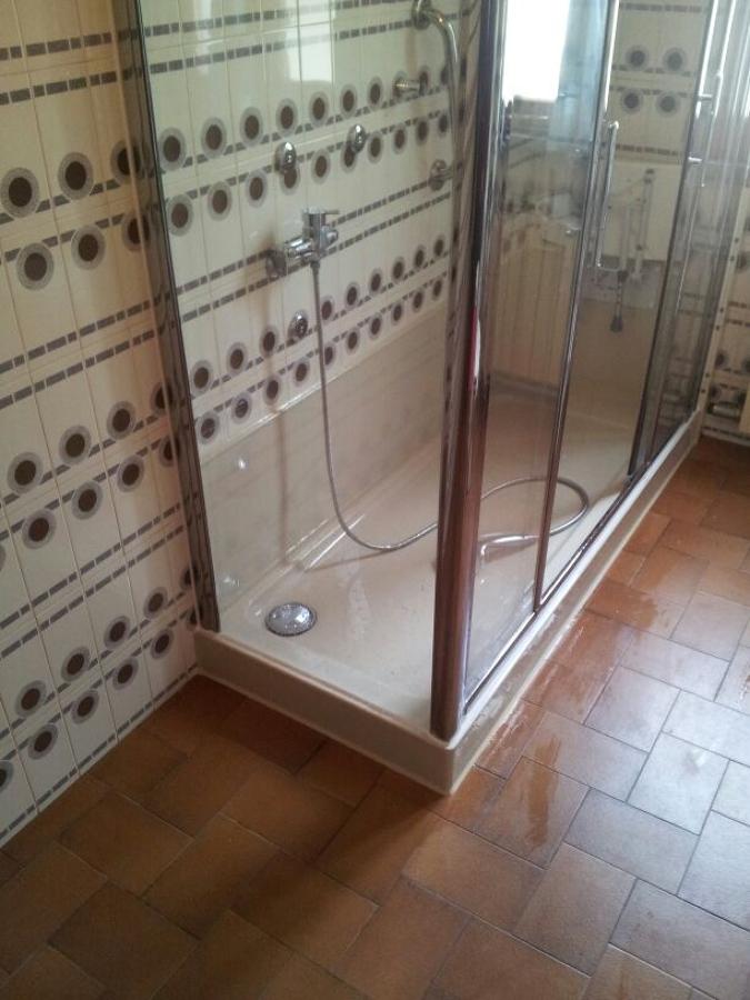 Foto nuova doccia con piatto e pannelli colorati di - Trasformazione vasca in doccia torino ...