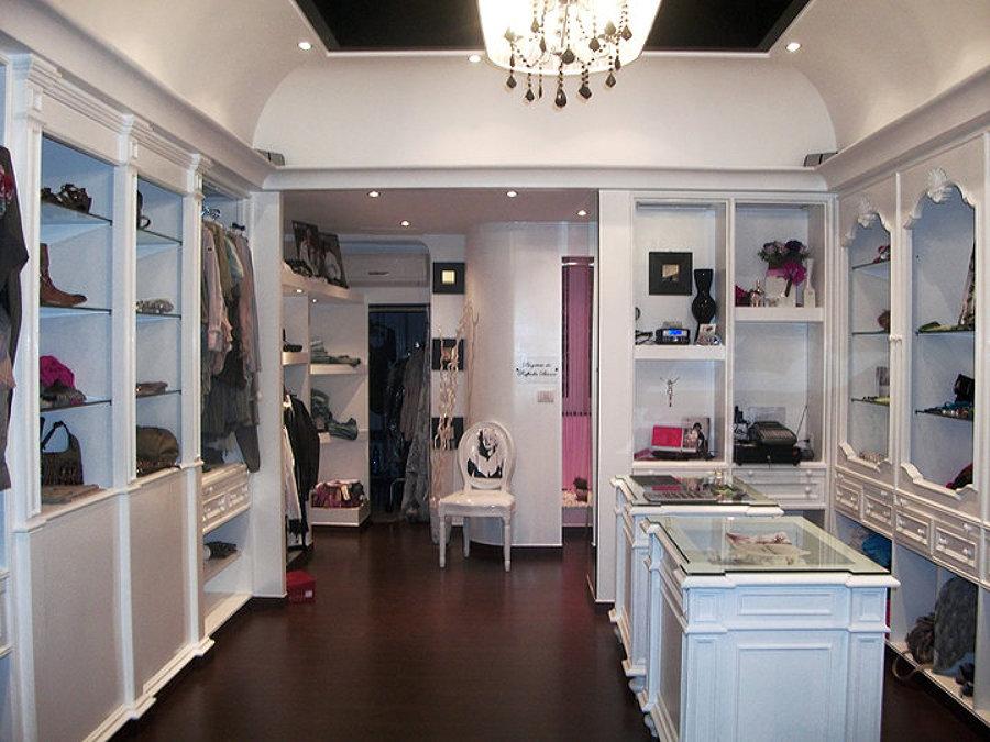 Foto negozio abbigliamento parquet di l 39 inventore 82362 for L arreda negozi pisa