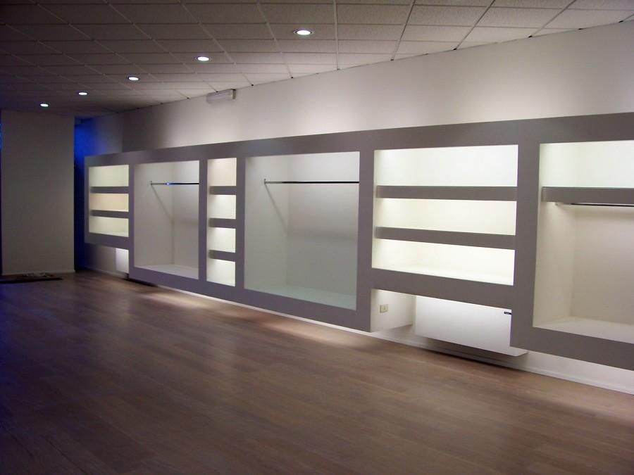 foto: negozio abbigliamento di idea arredo s.r.l. #66547 - habitissimo - Arredamento Negozio Abbigliamento Moderno