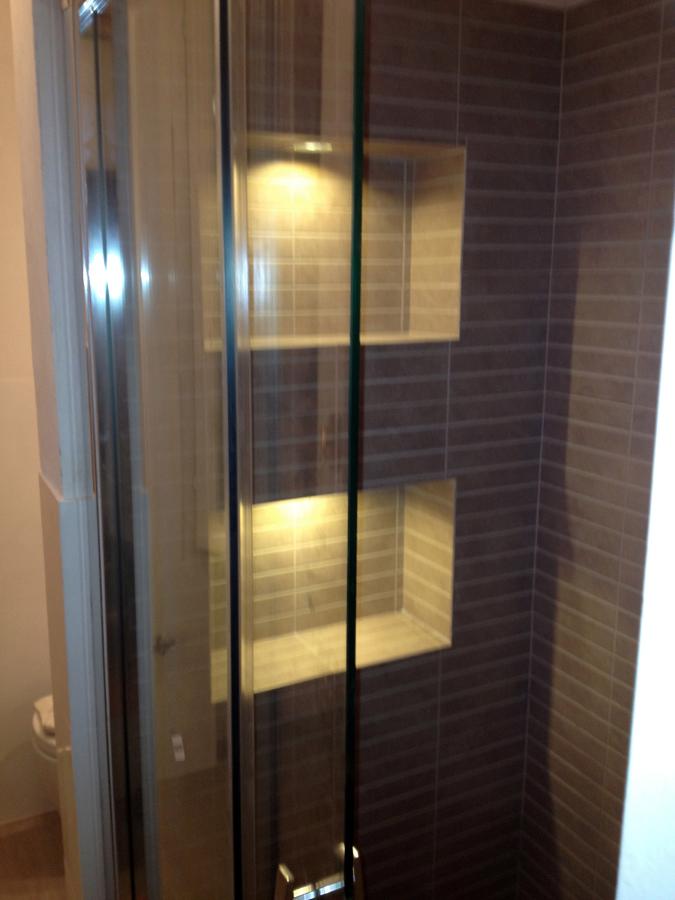 Foto nicchie all 39 interno della doccia di edil co srl - Illuminazione per doccia ...