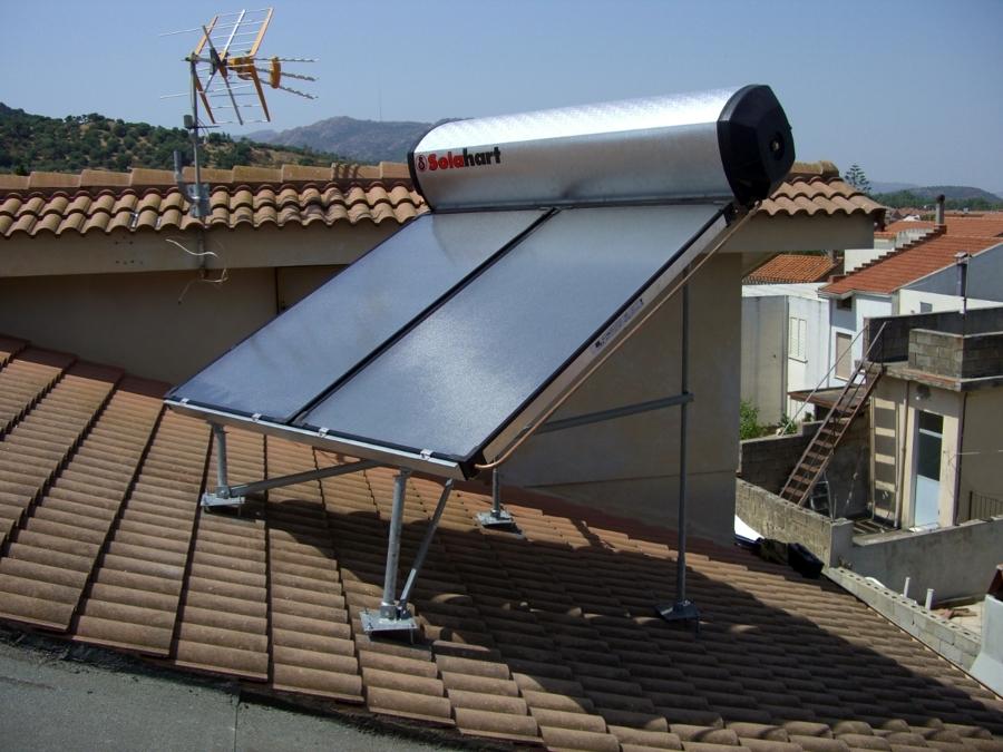Foto pannello solare termico in contropendenza 300 for Immagini pannello solare