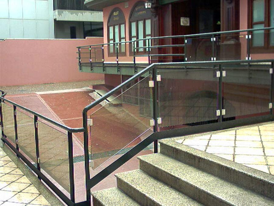 foto: parapetti metallici con vetro antinfortunistico di fimetek ... - Tico Arredo Bagno