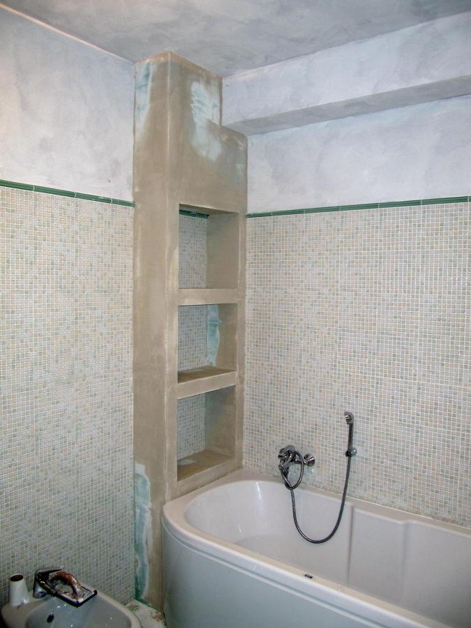 Foto parete attrezzata per bagno di naviganda s n c 57037 habitissimo - Stufe elettriche a parete per bagno ...