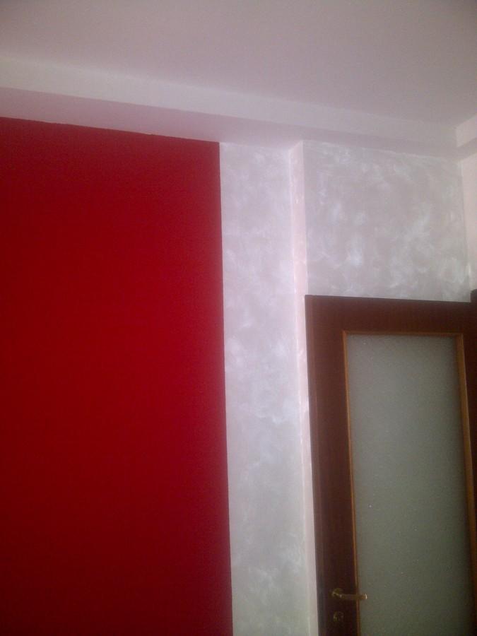 Foto parete colorata con cornice bianca de artigiano for Cornice adesiva per pareti