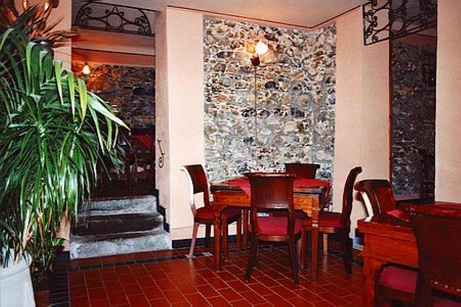 Pareti decorate con pietre qt35 regardsdefemmes for Muri interni decorati