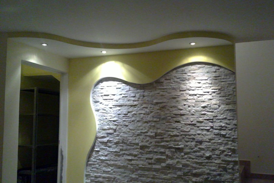 Foto parete curva con pietra di avcolor di valerio visone 89437 habitissimo - Parete salotto in pietra ...