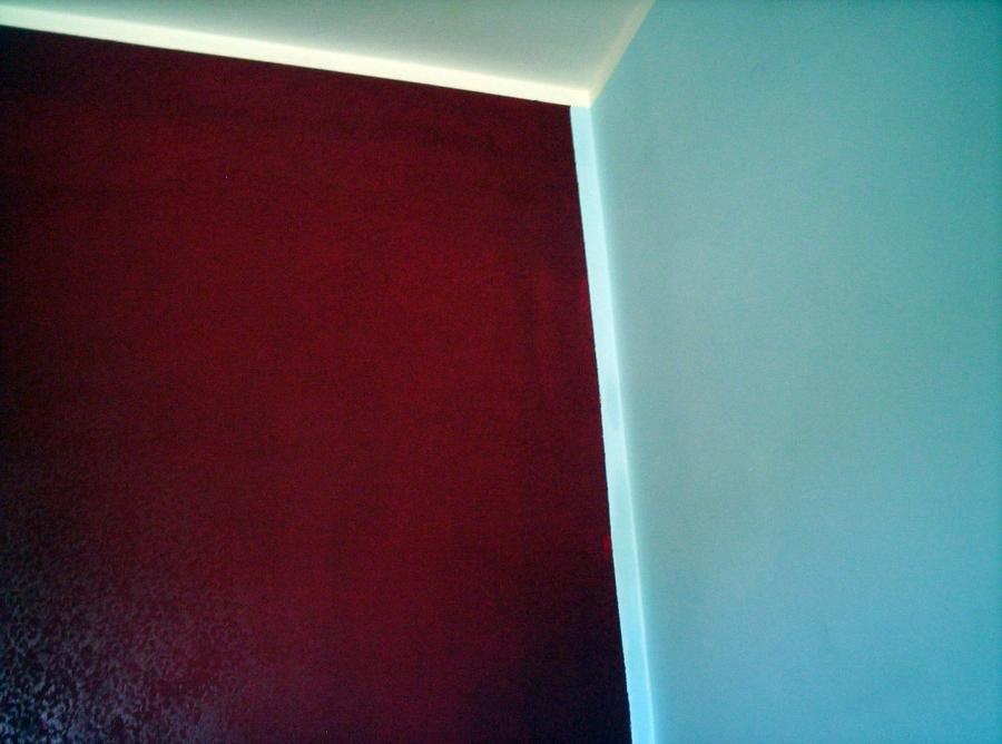 Foto parete grigio perla e rosso cardinale di duemme - Pareti camera da letto grigio perla ...