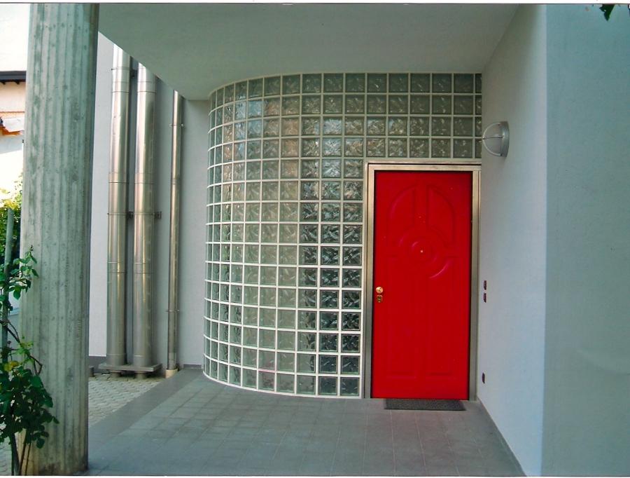 Realizzazione parete in vetrocemento, con portoncino per accesso ...