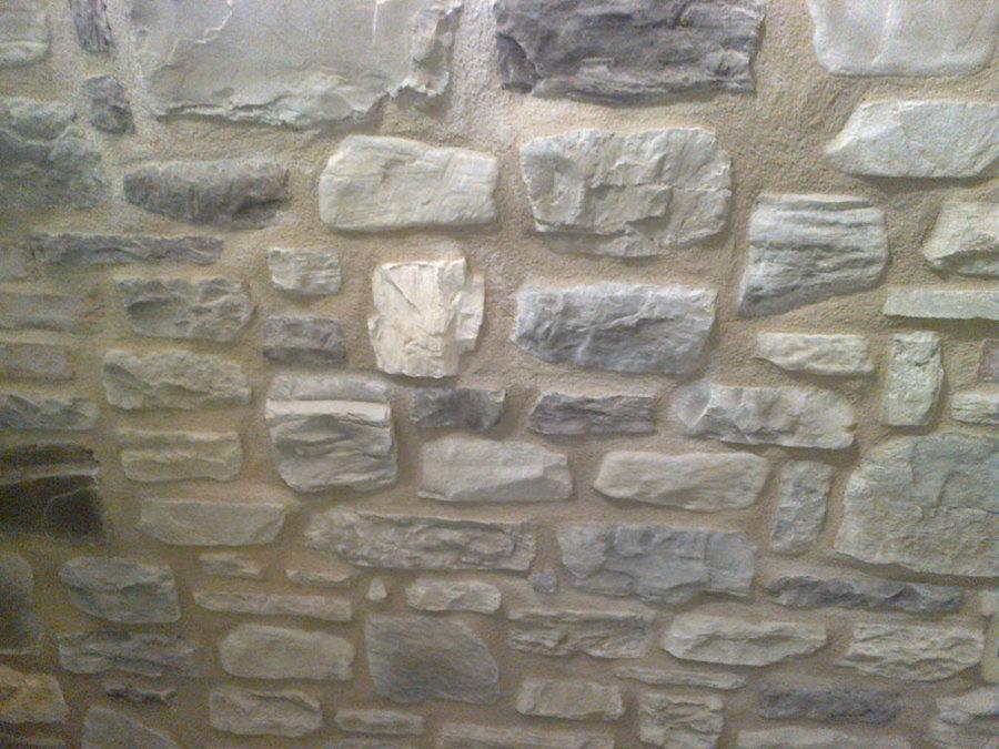Foto parete pietre a vista di edil domus 2005 srl 379914 for Case rustiche interni pareti