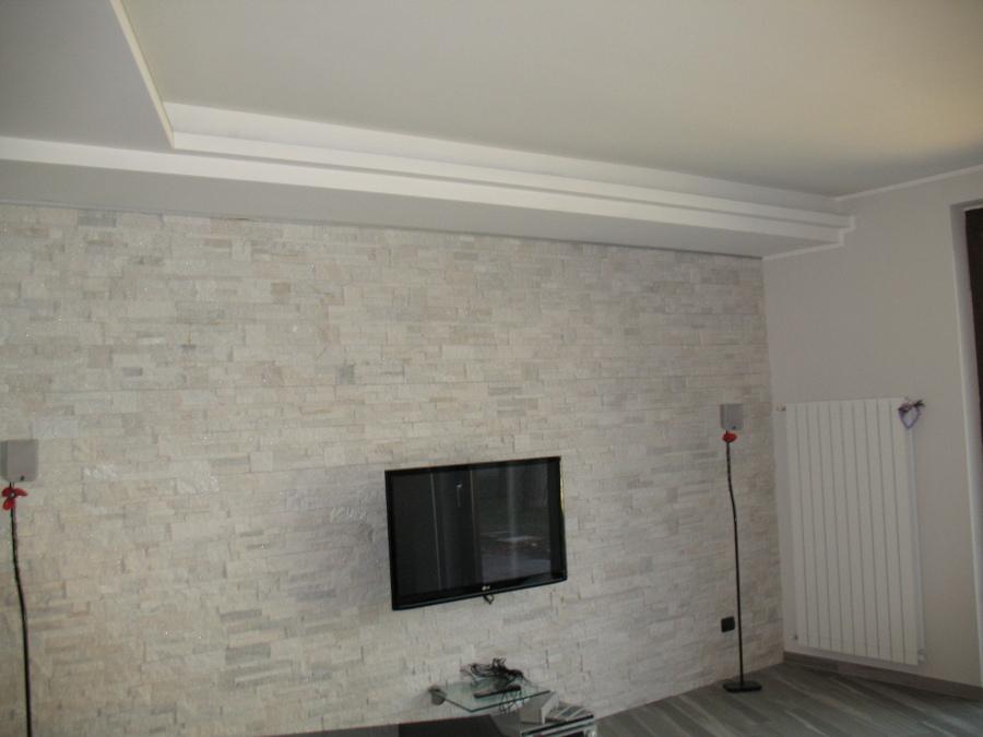Foto parete rivestite con pietra quarzite di edicolor for Rivestimento parete salotto
