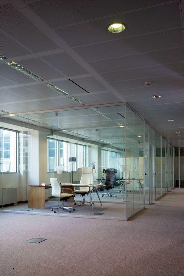Foto pareti divisorie monolitiche in vetro de codutti for Ufficio decoro urbano messina