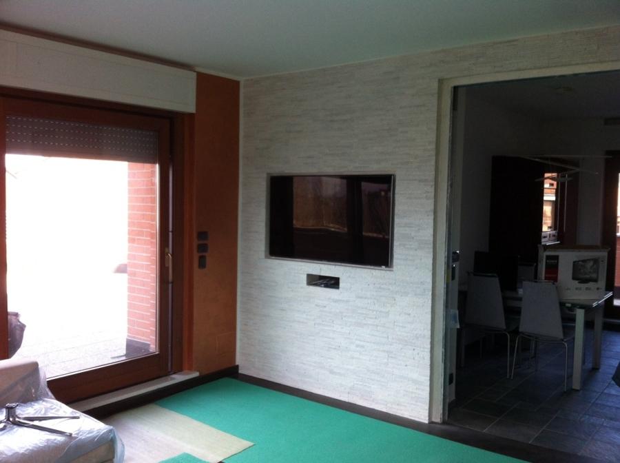 Foto: pareti in pietra con televisore a incasso di passaro #66614 ...