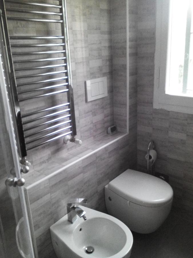 particolare bagno via montello