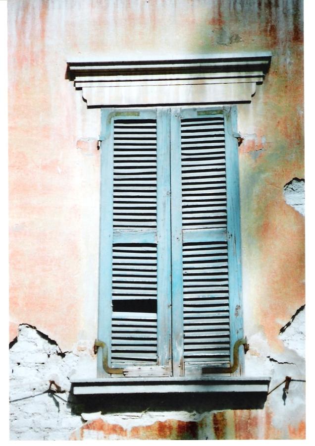 Particolare finestra prima della ristrutturazione