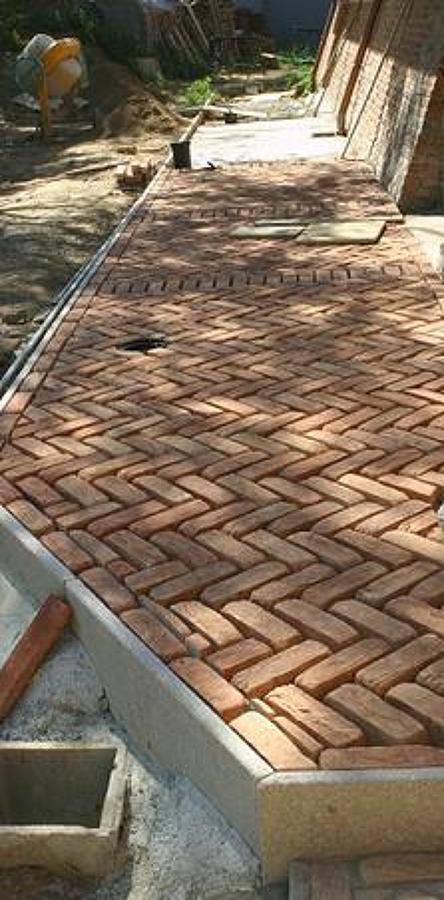 Foto pavimentazione esterna con mattoni di recupero - Pavimentazione esterna ...