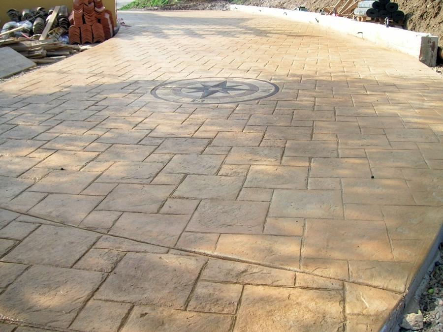 Foto pavimentazione in cemento stampato di antica edilizia s r l 49722 habitissimo - Piastrelle per esterno prezzi ...