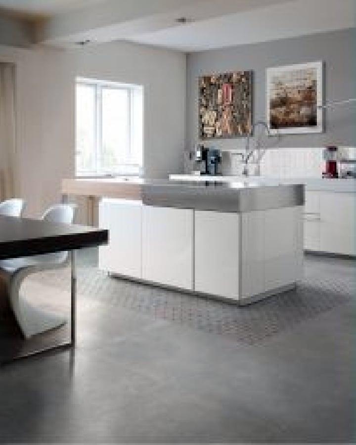 Foto pavimenti e rivestimenti cucina in gres smart town for Piastrelle parete cucina