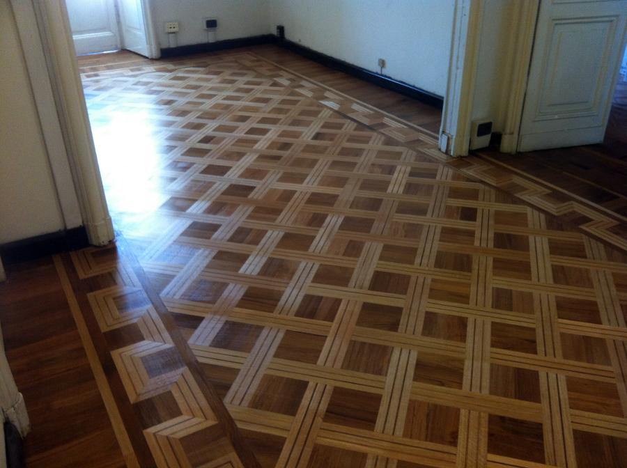 pavimento a quadri con greca e fascia  in rovere e teak