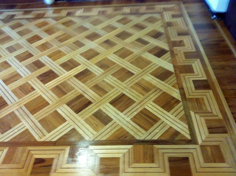 pavimento a quadri di teak con spranghe in rovere con filetto
