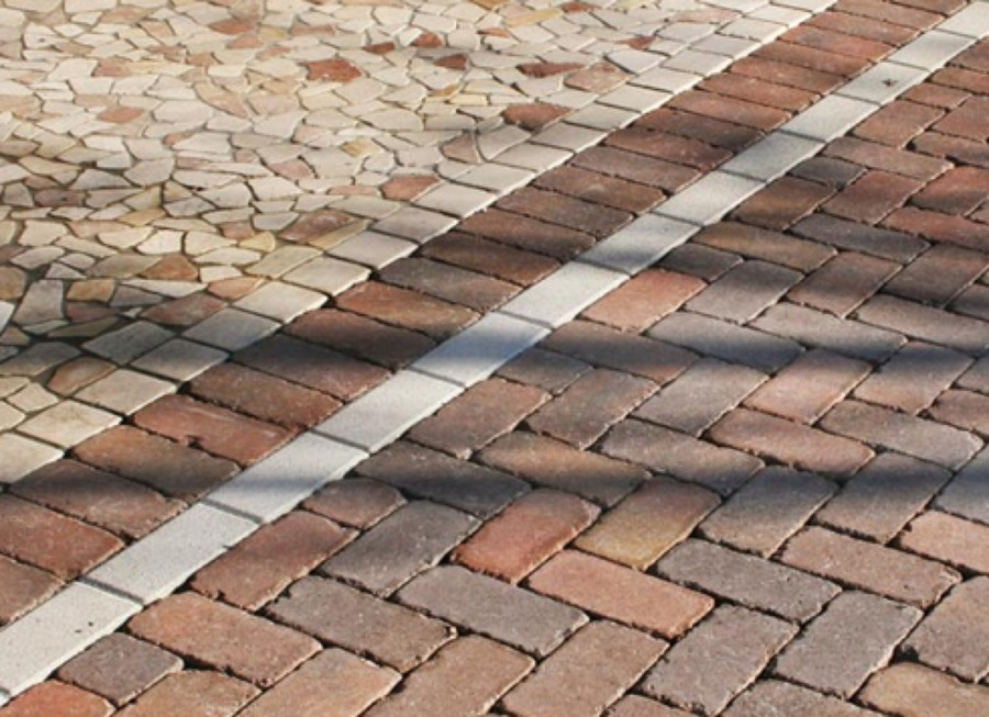 Foto pavimento esterno in autobloccanti di medison s a s - Piastrelle carrabili per esterni ...
