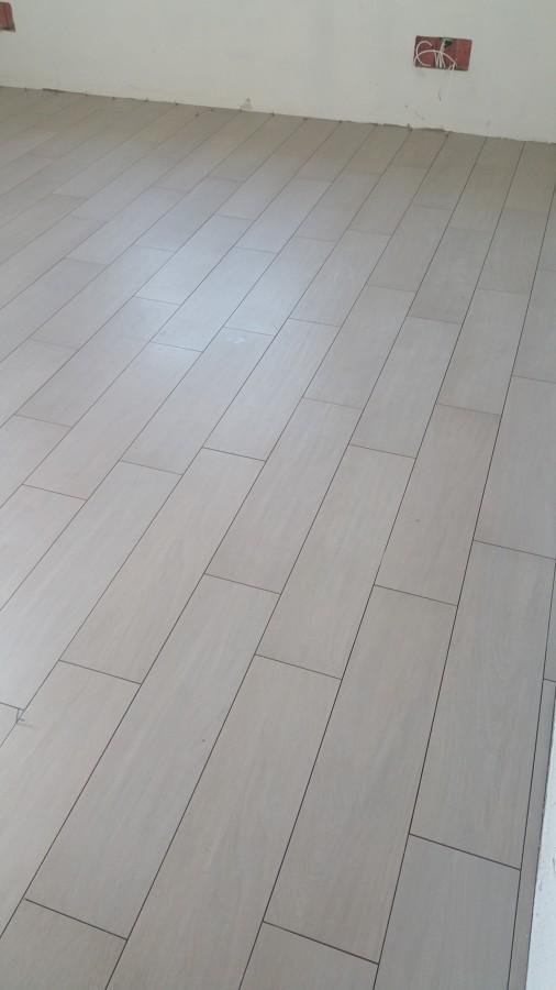 Foto pavimento finto legno formato 20x80 di simbari salvatore pavimenti 269738 habitissimo - Pavimento esterno finto legno ...