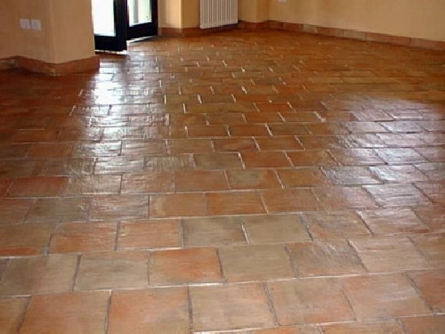 Foto pavimento in cotto di c m servizi pulizie civili e - Costo posa piastrelle leroy merlin ...