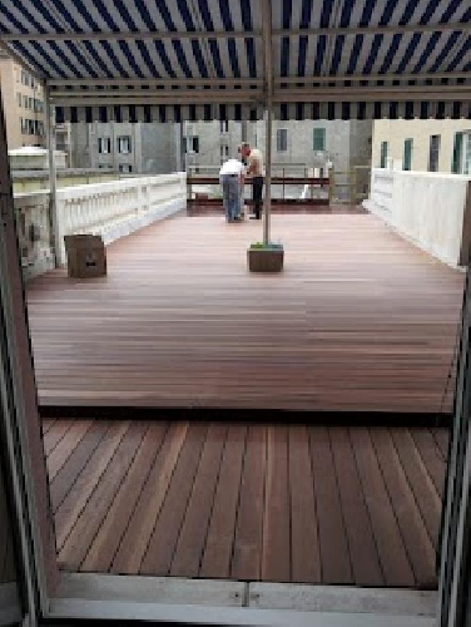 Foto pavimento in legno galleggiante esterno di edilfabio - Pavimenti galleggianti per esterni ...