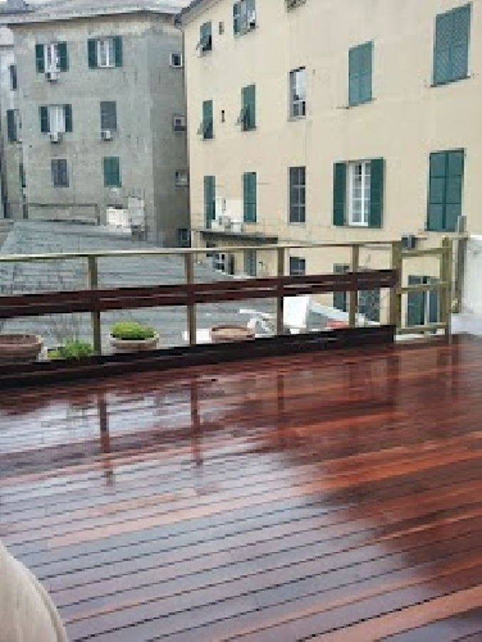pavimento in legno galleggiante esterno