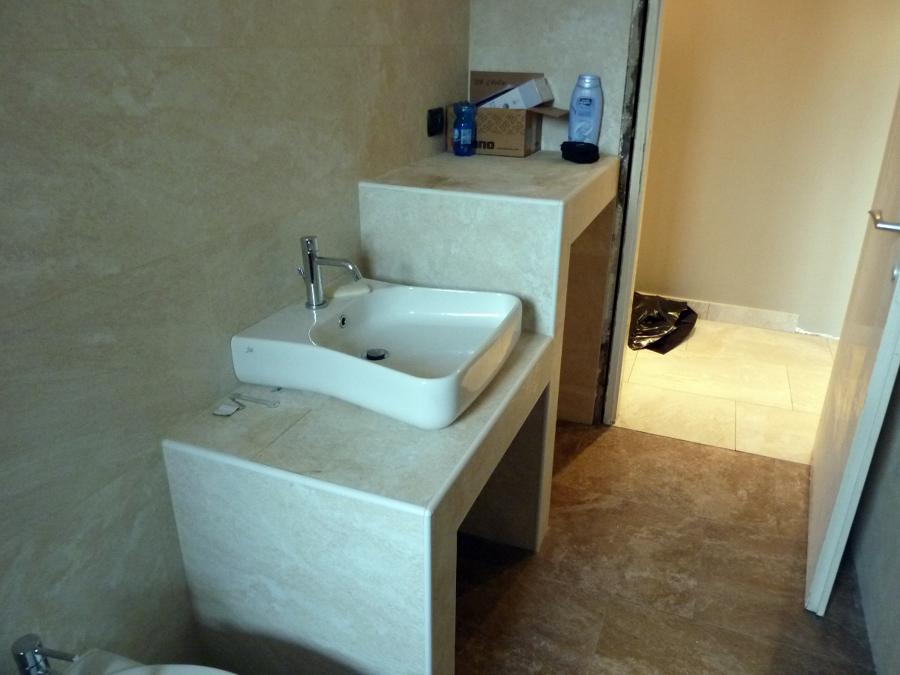 Foto piano appoggio lavandino e nicchia lavatrice finito di danyarte snc 108994 habitissimo - Piano lavandino bagno ...