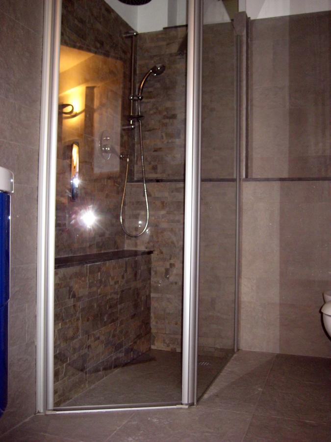Foto piatto doccia incassato di ristrutturazioni snc - Piatto doccia incassato nel pavimento ...
