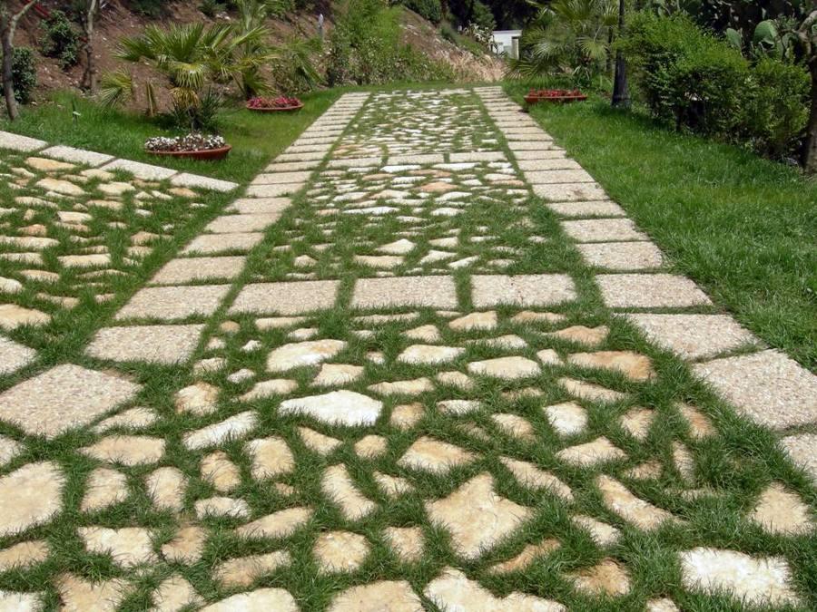 Foto pietra di trani camminamenti giardino di dercin - Pavimentazione giardino in pietra ...