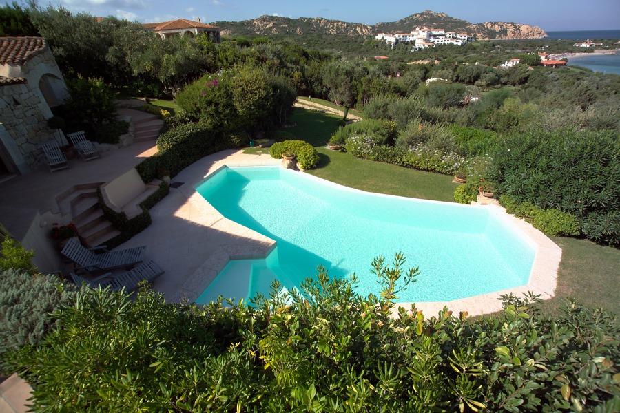 Foto piscina con bordo a cascata de sici piscine 148031 for Piscina con cascata